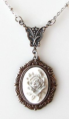 Replace your traditional style with trendy cameo necklaces Cameo Jewelry, Cameo Necklace, Jewelry Box, Jewelry Accessories, Fashion Accessories, Jewelry Necklaces, Jewlery, Victorian Jewelry, Gothic Jewelry