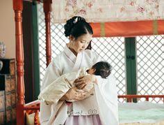 Hae soo and her daughter ❤ Scarlet Heart Ryeo Cast, Iu Hair, Drama 2016, Wang So, Hello My Love, Weightlifting Fairy Kim Bok Joo, Kim Jisoo, Moon Lovers, Pretty Men