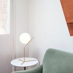 Flos vackra IC light nattlampa ( foten är 32cm ), finns både i mässing & krom, 574€ fr Zarro / Artek / Stockmann