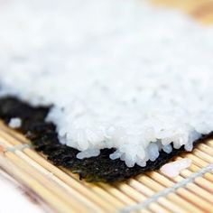 How to Make the Perfect Bowl of Sushi Rice at Home Perfect Sushi Rice Recipe, Sushi Rice Recipes, Easy Rice Recipes, Great Recipes, Sushi Rice Recipe Rice Cooker, Favorite Recipes, How To Make Sushi, Food To Make, Gastronomia