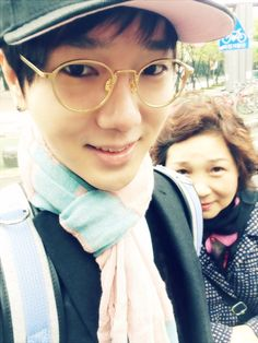 Yesung and Mama Yesung. I love seeing the SuJu boys with their families, especially their ummas :).