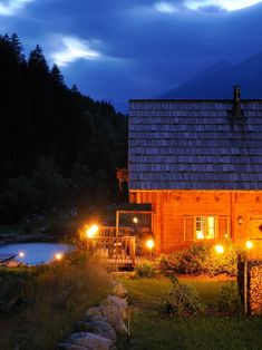 Bergchalet in traumhafter Lage - Kärnten Österreich Cabin, House Styles, Hot, Home Decor, Chalets, Decoration Home, Room Decor, Cabins, Cottage