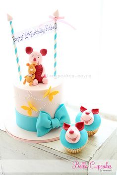 Piglet cake and cupcakes