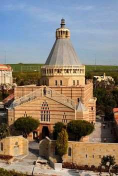 The Basilica of the Annunciation. Historically the location where the angel Gabriel told Mary she would give birth to Jesus,- Palestine. Basilica Of The Annunciation, Terre Promise, Terra Santa, Naher Osten, Israel Travel, Palestine, Chapelle, Place Of Worship, Temples