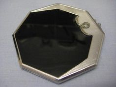 STUNNING VINTAGE OCTAGONAL CHROME PLATED AND ENAMEL ART DECO POWDER COMPACT