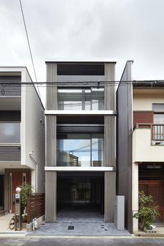 Image 1 of 24 from gallery of House in Minami-tanabe / Fujiwaramuro architects. Photograph by  Toshiyuki Yano