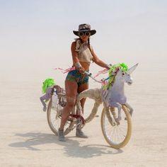 #burning-man #burner - jeune #femme sur #vélo #licorne