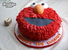 Cute Elmo cake but the red icing scares me. Elmo Birthday Cake, Elmo Cake, Boy Birthday Parties, 2nd Birthday, Wiggles Cake, Sesame Street Cake, Elmo Cookies, Cupcake Cakes, Cupcakes
