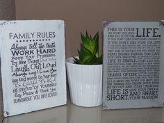 Carteles con transfer, realizados sobre tablas de dm pintadas y envejecidas.