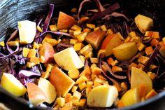 Heute soll es etwas Besonderes sein. Nicht immer nur Suppen, Eintöpfe oder das beliebte Schichtfleisch. Der Dutch Oven kann mehr und das wollen wir heute mit einer knusprigen Ente auf einem Bett aus frischem Rotkohl beweisen. Als erstes die Zutaten: 1 TL Salz 1 TL Pfeffer 2 TL Zucker 3 Nelken 0,5 TL Muskatnuss 0,5 …