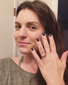 Three Dots On Ring Finger Represent Today, Tomorrow, & Forever - Blurmark 60 Ro. - Three Dots On Ring Finger Represent Today, Tomorrow, & Forever – Blurmark 60 Romantic Ring Finge - Ring Finger Tatoo, Finger Dot Tattoo, Finger Piercing, Disney Tattoos, Dot Tattoo Meaning, Tattoo Ringe, Ring Tattoo Designs, Dot Tattoos, Tatoos