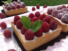 Raspberry cheesecake tartlets / Tartaletky s malinami Raspberry Cheesecake, Eclairs, Pavlova, Mini Cakes, How To Make Cake, Baked Goods, Red Velvet, Waffles, Food And Drink