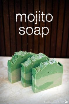 DIY Mojito Soap CP Recipe and Tutorial - a bright green bar that smells wonderfully fresh, with a lovely sprinkling of coarse sugar on the top for a hint of sweet sparkle. Making Bar Soap, Soap Making Recipes, Homemade Soap Recipes, Mojito, Savon Soap, Green Soap, Soap Packaging, Handmade Soaps, Ideas