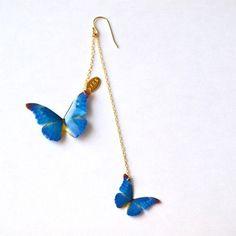 morphoピアス蒼いモルフォ蝶をモチーフに制作した片耳ピアスです。イヤリングへの交換可能(無料)。布にオリジナルプリントを施し、樹脂でコーティングし仕上げま...|ハンドメイド、手作り、手仕事品の通販・販売・購入ならCreema。