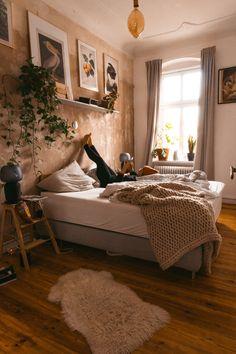 Room Aesthetic - Bright Idea - Home, Room, Furniture and Garden Design Ideas Uni Bedroom, Bedroom Inspo, Bedroom Colors, Room Decor Bedroom, Bedroom Ideas, Home Design, Deco Boheme, Aesthetic Bedroom, My New Room