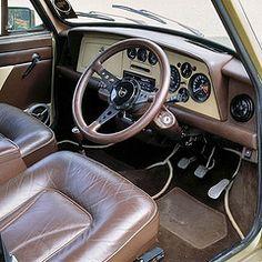 . Mini Cooper Classic, Classic Mini, Classic Road Bike, Car Painting, Mini Me, Margrave, Car Seats, Auto Paint, Granada