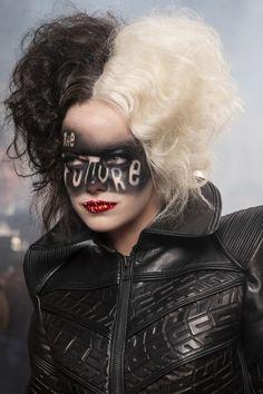 Emma Stone, Maquillage Halloween, Halloween Face Makeup, Halloween Hair, Cruella Costume, Stone Wallpaper, Emma Thompson, Movie Wallpapers, Disney Villains