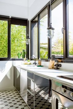 Kitchen, industrial lights, suspensions industrielles, black kitchen, modern kitchen