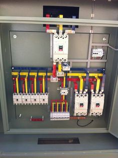 Electrical Panel Wiring, Electrical Cabinet, Electrical Circuit Diagram, Electrical Work, Electrical Projects, Electrical Installation, Electrical Engineering, Electronics Projects, Flat Roof House Designs