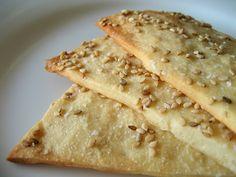 Mag je geen matzes eten tijdens Pasen? Wees niet gevreesd, deze glutenvrije boekweit crackers zijn de perfecte vervanging! Het leuke van alles? Ze zijn écht lekker, makkelijk om te maken en je verbaast er iedereen aan tafel mee. *Wei is het vloeibare gedeelte dat ontstaat bij het maken van kaas, en is te koop in […]