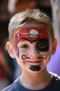 Not really getting the skull (dog skull?), but very nice little pirate! Pirate Face Paintings, Face Painting For Boys, Face Painting Designs, Paint Designs, Mask Face Paint, Face Paint Makeup, Halloween Make Up, Halloween Face, Dog Skull
