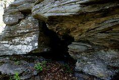 Cave-entrance-below-summit.jpg (700×469)