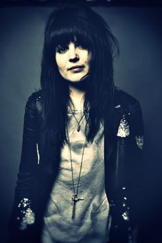 Alison Mosshart <3 I never connected her back to the wonderful band Discount