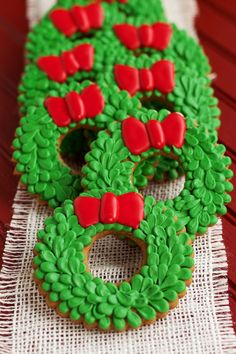 Easy Christmas Wreath Cookies - Sugar Cookies Decorated with Royal Icing thebearfootbaker.com