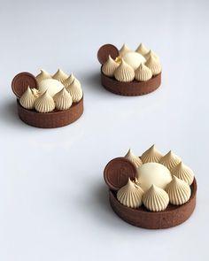 your photo was shared by: votre photo était partagé par Small Desserts, French Desserts, Gourmet Desserts, Desserts To Make, Delicious Desserts, Dessert Recipes, Mini Cakes, Cupcake Cakes, Cupcakes