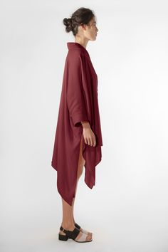 The EINE Caftan Dress is a loose and versatile item. It is made from a high quality Italian silk-viscose, which gives the garment a flowing look and a warm touch. The decorative topstitch on the collar and cuffs adds subtle, elegant detail. The garment can be worn on its own as a dress, or as a top.  #einestudios #eineltd #caftandress #caftan #plum #womensfashion #loungewear #luxury #ladieswear #lounging #dress #highend #highendfashion