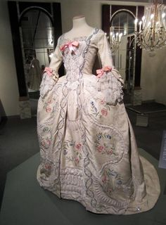 martie antionette clothing | Marie Antoinette's Dress ♪♫ | Magical Marie!