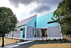 Indianapolis Historic district, Cottage Home, gets boost with modern pre-fab homes.