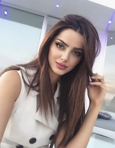 ♥️so sweet♥️ iranian girl Cute Beauty, Beauty Full Girl, Beauty Women, Beauty Care, Beautiful Lips, Beautiful Girl Image, Brunette Beauty, Hair Beauty, Belle Silhouette
