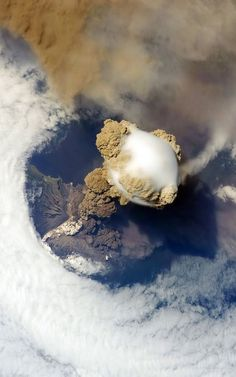 Pileus cloud above the Sarychev volcano as it erupts, at the Kuril Islands, Russia. Pileus clouds are small clouds that form on top of a bigger cloud Foto Nature, All Nature, Science And Nature, Amazing Nature, Volcan Eruption, Volcano Photos, Earth From Space, Natural Phenomena, Natural Disasters