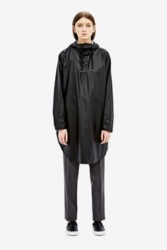 The Ponchohas a practical and elegant rounded shape, that makes a great cover for the rain and comfortable to wear. Along the sides is button fastening...