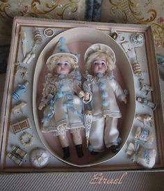 Wonderful-small-Twin-034-Pierrot-034-dolls-in-presentation-Box-with-lot-accessoryTOP