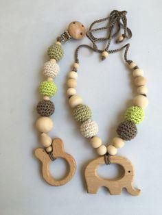 Conjunto de collar de lactancia y juguete de dentición. Modelo Trebol. 100% hecho a mano. Nursing necklace.Teething Bracelet de Trapitobebe en Etsy