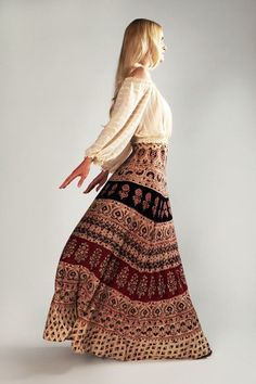 Bohemian India Wrap Maxi Skirt- I wore these a lot Maxi Skirt Boho, Bohemian Skirt, Boho Skirts, Maxi Skirts, Bohemian Mode, Bohemian Style, Böhmisches Outfit, Moda Hippie, Indian Outfits