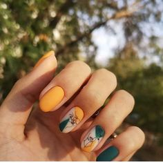 Is Blanche Bailly Wearing Fake Tan and a Sunkissed Glow? Halloween Nail Designs, Fall Nail Designs, Halloween Nails, Fall Acrylic Nails, Autumn Nails, Toe Nail Color, Nail Colors, Short Gel Nails, Minimalist Nails