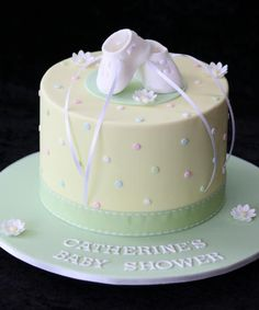 Cute pastel yellow and green cake idea.