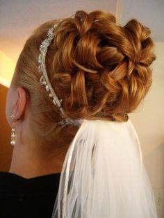 Nice and Easy-to-Manage Hair for a Perfect Wedding Hairstyle