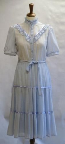 6fd03799 Lysbl vintage rysje kjole fra 70-80-talle br 85 liv 66 hofter 90