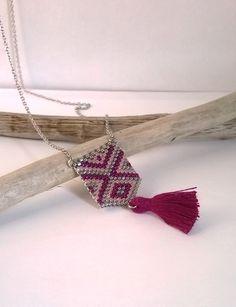 Collier Sautoir, Perles Miyuki, tissage peyote, rose, gris, pompon, forme géométrique, style moderne de la boutique izbulle sur Etsy