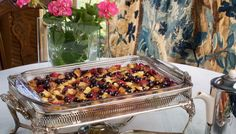Our Silver Palate Blueberry Bread Pudding recipe is a hit with Michigan blueberry lovers! While the blueberries are plentiful in the Summer, this recipe is a must try. Blueberry Bread Pudding, Blueberry Syrup, Blueberry Recipes, Delicious Breakfast Recipes, Delicious Fruit, Easy Dinner Recipes, Recipes With Lemon Sauce, Blueberry Chicken, Silver Palate Cookbook