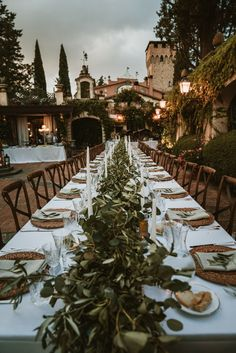 An intimate rustic chic wedding in a timeless Tuscan venue that will not let you disappointed! Shannon & Adam had one wonderful day after opting for a destination wedding in one of the most charming regions in Italy.