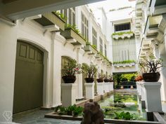 One of the most charming relationships in this world is that between the old and the new. It is like the innocence of a child, sweet and honest. For a bustling city like Bangkok with its urbanization and modern infrastructure, there are several ancient and age-old hidden gems – some standing tall...