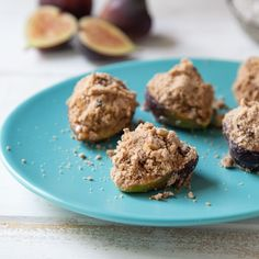 Baked California Figs with Cocoa Powder and Walnut Crisp - California Figs Fig Recipes, Dessert Recipes, Fig Dessert, Cocoa Nibs, Creative Desserts, Crisp Recipe, Vegetarian Chocolate, Figs, Baking Pans