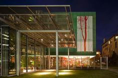 On the facade a work of the Italian artist Stefano Arienti, it will remain for one year, then another artist's work will take its place  - Renzo Piano at the Stewart Gardner Museum -