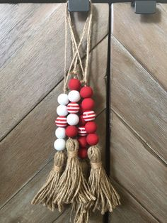 Most recent Screen Rustic Farmhouse nursery Tips Reminding us of the smell of fresh pine trees and toasting marshmallows on an open fire, farmhouse s Beaded Christmas Ornaments, Noel Christmas, Christmas Gift Tags, Valentine Gifts, Christmas Crafts, Christmas Decorations, Diy Ornaments, Homemade Christmas, Glass Ornaments