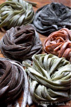 El paso a paso para hacer tú propia pasta fresca y cuatro opciones para aromatizarla y saborizarla: hierbas frescas, onoto (achiote), cacao y tinta de calamar.
